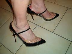 IM007120 (grandmacaon) Tags: highheels escarpins hautstalons lowcutshoes toescleavage