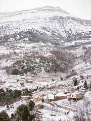 Village in Mount Lebanon (Ramy.) Tags: lebanon house snow four cuatro lumix casa mediterranean mediterraneo village nieve small panasonic mount micro neige monte maison toit mont liban thirds lbano tercios mirorless bekish lumixg45200mmf456 kfertay dmcgx7