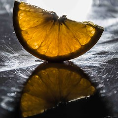 Citrics & Reflects (Half & Half 52 Weeks Project) (Manuel Alejandro - Pasin Fotografica) Tags: lighting stilllife orange abstract texture textura colors fruit canon reflections project square eos interior objects indoor colores objetos fruta reflect reflejo everydayobjects inside february minimalism minimalismo abstracto naranja febrero minimalist halfhalf reflejos bodegon reflects proyecto minimalista 2016 iluminacin 52weeks 2552 citricos citrics objetoscotidianos 52weeksproject eos7d canon7d 52semanas aficionadosalafotografia mitadmitad esquemasdeiluminacin lightingschemas 52semanasproyecto