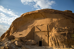 The collapsing (Dlirante bestiole [la posie des goupils]) Tags: grave tomb middleeast archeology saudiarabia archologie alula nabatean arabie nabatens hegra madinsaleh ksaralbint