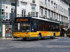 Carris 2213, Praça Duque da Terceira, 29 de Abril de 2005 (Paulo Mestre) Tags: man bus portugal lisboa lissabon autobus 32 carris lisbonne autocar autocarro 2213 citygold 18310 caetanobus 0804xs