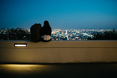 Tell me I'm pretty (Avery) Tags: sky night lights los couple sitting angeles bokeh observatory tungsten griffith avery ights xie whyareyoulookingattags