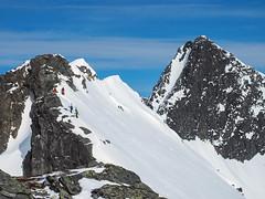 Mellom Glennfjellet og Litlgladnebba . (gunnarhafss) Tags: mountain nature norway landscape norge outdoor natur fjell landskap mountainridge alpineclimbing nordmre ksendalen alpinklatring ryggtravers sunndalkommune gunnarhafss gunnarhafsaas litlgladnebba