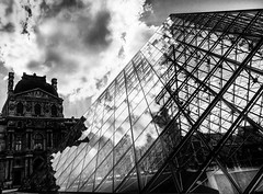 Old&Modern.jpg (Klaus Ressmann) Tags: blackandwhite france architecture contrast design cityscape louvre contemporary pyramide pei klaus omd em1 fparis ressmann omdem1 flccity klausressmann