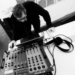 DJ (dbrothier) Tags: music white black jeff mouse mix dj 100v10f nb souris canonef1740mmf4lusm canonfrance