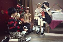 The Secret Santa gift exchange (lightlybattered) Tags: christmas tree dinner ball miniature doll williams f16 michele bjd superdollfie volks cecile tae abjd fcs jointed balljointed sdgr sd17 volksdoll