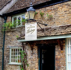 LACOCK (toyaguerrero) Tags: uk inglaterra england english heritage architecture rural britain cottage wiltshire prideandprejudice quintessential englishness nationaltrsut naturalset haarrypotter