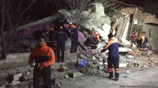 """土耳其警察总部""""遭汽车炸弹袭击"""""""