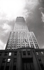 Empire state building (Flo.Adm.Photo) Tags: newyork olympus empirestatebuilding ilford