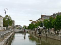 Où ai-je vu ce monstre volant? À Troyes, Aube, et il s'agissait de la Gargouille volante, Reynald Jenneret. (Marie-Hélène Cingal) Tags: