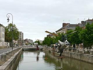 Où ai-je vu ce monstre volant? À Troyes, Aube, et il s'agissait de la Gargouille volante, Reynald Jenneret.