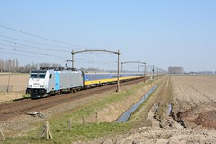 Strakke benelux (klok.richard) Tags: train trein benelux schoon raszuiver