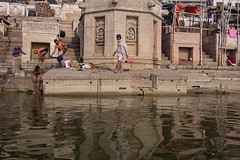 (ayashok photography) Tags: india water asian worship asia indian desi varanasi bathing bharat ganga ganges ghats bharath desh barat cwc gange barath ghatsofvaranasi chennaiweekendclickers ayp0634