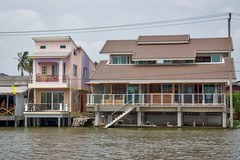 New houses built on Koh Kret, an island in the Chao Phraya river, near Bangkok, Thailand (UweBKK ( 77 on )) Tags: houses house water architecture wow river thailand island asia bangkok sony ko southeast alpha dslr chao koh 77 slt pak kret phraya kokret kohkret pakkret