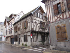 IMG_9116 (NICOB-) Tags: troyes ruelle monuments maison rue centreville aube colombages