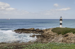 Faro de Isla Pancha, Ribadeo (Stroget) Tags: blue sea sky white green clouds faro mar asturias isla rocas pancha hierba ribadeo
