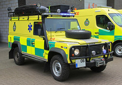 UK Specialist Ambulance Service Land Rover Defender All Terrain Response Vehicle - **06 *** (IOW 999 Pics) Tags: uk terrain all rover ambulance land vehicle service 06 response defender specialist