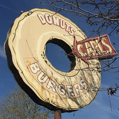 Carl's Do-nut Shop (jericl cat) Tags: sign shop vintage neon pole donuts donut doughnut arrow pomona carls