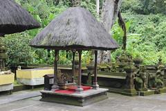 Pura Luhur Batukaru (GeckoZen) Tags: bali sculpture indonesia temple pura mousse humidit batukaru