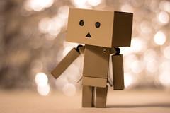 Danboard (Faly-Thomas Langlois) Tags: portrait paris france cute amazon tour bokeh box character eiffel mascot cardboard carton mignon mascotte personnage danbo danboard