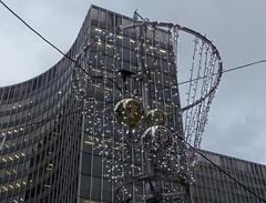 Le basket - The basket (p.franche) Tags: christmas brussels urban europe basket belgium belgique decoration bruxelles bowl panasonic dxo nol brussel hdr dcoration boule panier belge fz200 pascalfranche pfranche