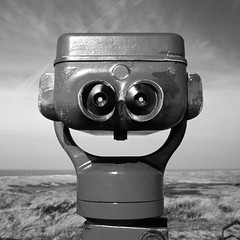 Nice guy (milanicon2) Tags: square pentax kodak binoculars jumelles fa verrekijker binculos 2035mm binocolo ebx  z1p bergennl