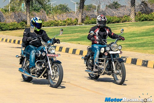Bajaj-Avenger-220-vs-RE-Classic-350-10