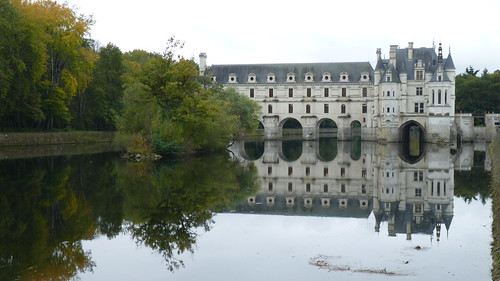 Chateau Chenonceau - from downstream  reflections (6)