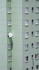 Escape (Coquine!) Tags: brazil white green brasil saopaulo curtain brasilien grn weiss santoandre vorhang hochhaus blown highriser gardine christianleyk