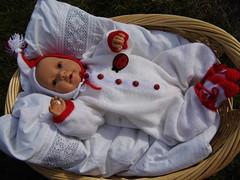 Sara im Frhlingsanzug (ute_hartmann) Tags: puppe frhling babypuppe strickanzug