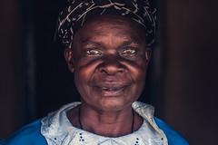Lady in Kakamega Portrayed (ReinierVanOorsouw) Tags: africa travel blue people closeup kenya afrika 1person kenia mensen kakamega kenyai eastafrica womanportrait  reisfotografie womanafrica  reiniervanoorsouw oostafrika