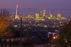 Fluorescente e stellato / Florescent and starry (Forest Hill, London, United Kingdom) (AndreaPucci) Tags: uk london forest towerbridge hill gherkin cityoflondon canoneos60 theshard andreapucci