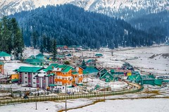 Gulmarg (Ramn33t) Tags: india snow mountains nature beautiful amazing vibrant huts kashmir snowfall gulmarg