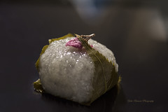 Japanese sweet,sakura-mochi (yoko.wannwannmaru) Tags: light macro nikon sweet  hinamatsuri sakuramochi cherrybrossom japanesesweet japanesecake  cherryleaf dollfestival  march3   nikond810    20160303dsc0124n   redbeenjam