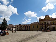"San Cristóbal de las Casas: la cathédrale de San Cristóbal Mártir <a style=""margin-left:10px; font-size:0.8em;"" href=""http://www.flickr.com/photos/127723101@N04/25627585696/"" target=""_blank"">@flickr</a>"