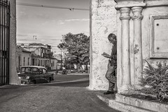 a quiet moment (Gerard Koopen) Tags: street bw man 35mm reading book fuji candid cuba streetphotography oldtimer fujifilm oldcar 2016 straatfotografie xpro1 camaquey gerardkoopen