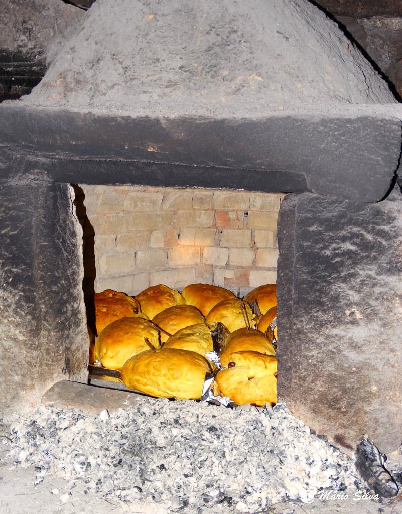 Águas Frias (Chaves) - ...folares no forno ...