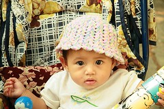 cute baby with knitted hat (the foreign photographer - ) Tags: baby cute hat portraits canon thailand kiss bangkok knitted pram khlong bangkhen thanon 400d