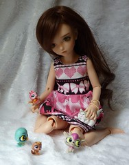 Playtime (bluepita) Tags: old pink b pet face up shop ball french asian gold kid eyes doll dress alice peach schnauzer pg tiny bjd 16 resin abjd ih lps ip mako littlest jointed opg yosd iplehouse ar025