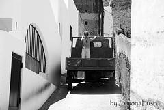 Stromboli (Simona Fuso) Tags: photo strada italia stromboli bambina trasporti simonafuso