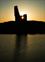 Ardvreck Castle (McRusty) Tags: light sunset sun reflection castle water beautiful silhouette set scotland back jour highland ripples lit loch contre ardvreck assynt inchnadamph