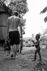 David and Goliath (Waak'al) Tags: white david black nude island big noir nu small ile grand barefoot pied goliath madagascar blanc petit fvrier 2016
