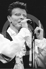 David Bowie - Estadi Olmpic de Montjuc, Barcelona, 1990 (Peter CS65 (Barcelona 1990-2000)) Tags: barcelona david bowie concert tour stadium finger live vision estadio sound olympic olympico 1990 montjuic olimpic estadi