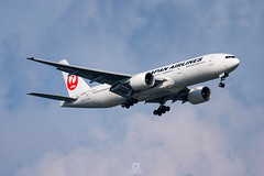 Boeing777-246(ER)   JA709J   Japan Airlines (Max Alpha X-ray) Tags: boeing bkk jal japanairlines boeing777 b777 b772 japanair suvarnabhumiairport vtbs suvarnbhumi boeing777200er b777200er japanairlines777