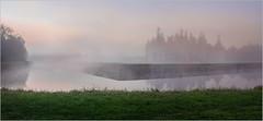 les brumes de Chambord au lever du jour (kalzennyg) Tags: france castle chambord loire chteau blois brumes kalzennyg