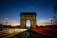 L' Arc de Triomphe de l'Étoile at dawn || Paris  {Explore 107, 2016/01/25} (David Marriott - Sydney) Tags: light paris france car sunrise painting de dawn long exposure îledefrance arc triomphe trails l fr létoile