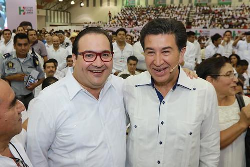 El gobernador Javier Duarte asistió a informe de actividades del senador Héctor Yunes