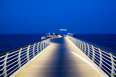 Niendorf / Ostsee I (Splitti68) Tags: germany deutschland balticsea bluehour schleswigholstein abendstimmung seebrcke blauestunde niendorf fluchtpunkt splitti ostssee splitti68 splittstser splittstoesser
