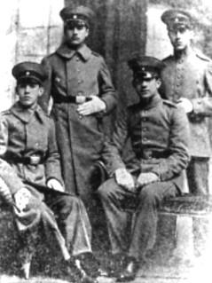 04. Durante su servicio militar en el Regimiento Yungay
