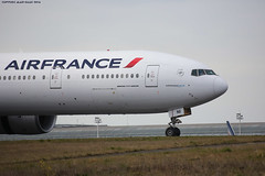 Air France Boeing B777-328ER F-GZNI On track 08R (AlainG) Tags: france plane airport aviation landing aeroport iledefrance spotting avion airfrance cdg liner atterrissage charledegaulle 08r boeingb777 b777328er canon5dmarkiii fgzni